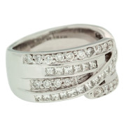 round-and-princess-cut-diamond-ring-left-side