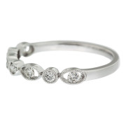 oval-and-round-wedding-band-side